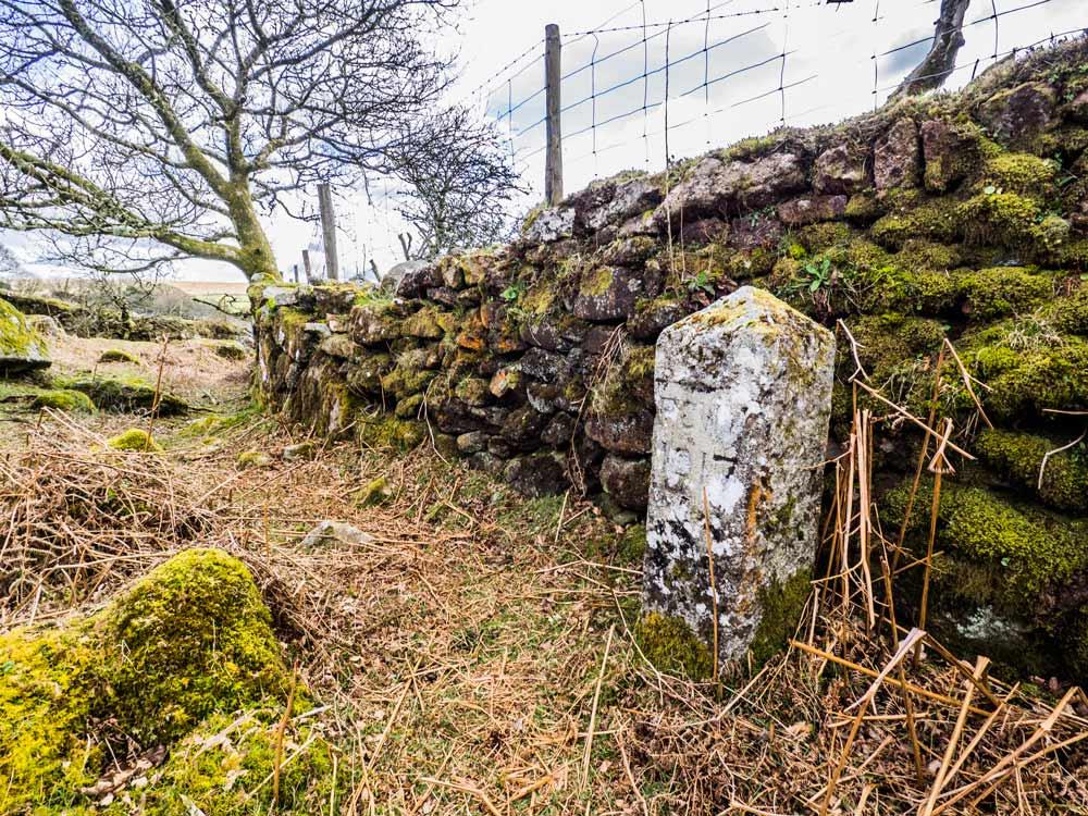 PCWW-Marker,-Granite,-No.70,-1917-Post-(257-m)