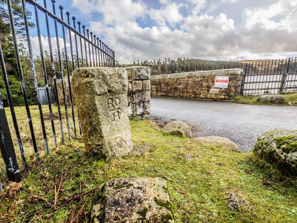 PUDC-Boundary-Stone,-Holne-Moor,-No.01-(283-m)1